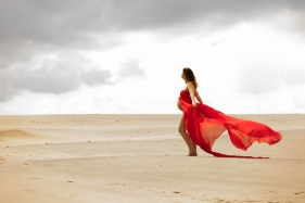 gravid fotograf udendørs med kjoler