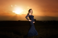 graviditetsbilleder i solnedgang i blondekjole fotograferet i haderslev