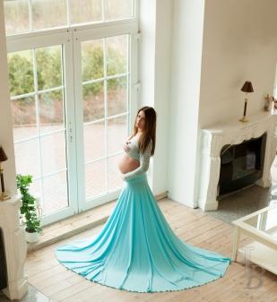 kjole og nederdel i et til gravid og maternity photoshoot